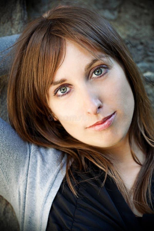 Portrait der jungen Frau lizenzfreies stockbild