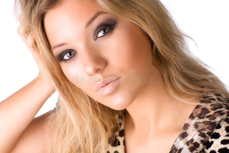 Download Portrait der jungen Frau stockfoto. Bild von nahaufnahme - 9087704