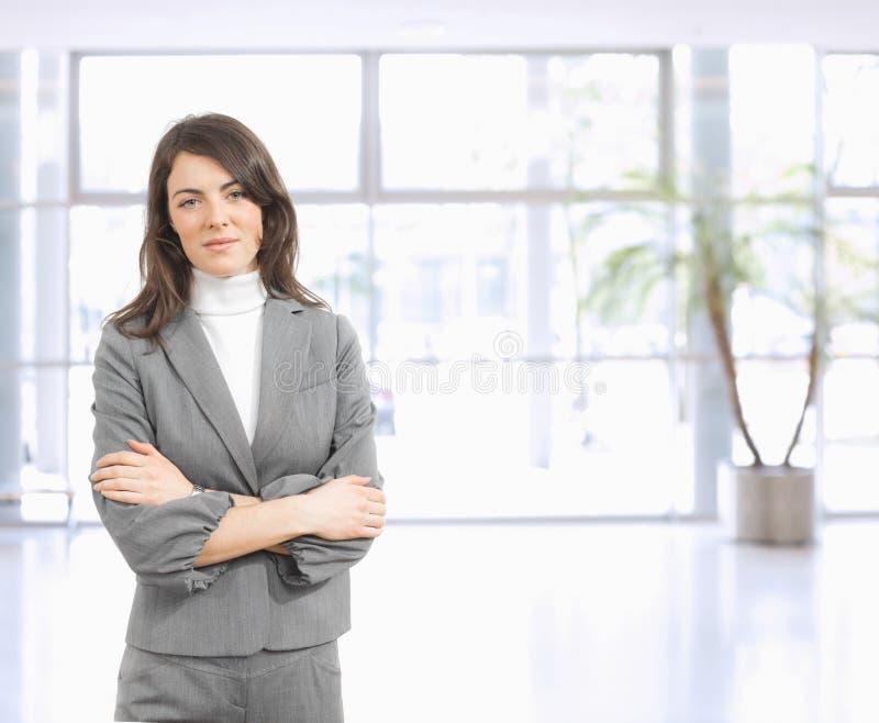 Portrait der jungen Geschäftsfrau stockbild