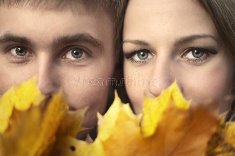 Portrait der jungen Paare lizenzfreie stockbilder