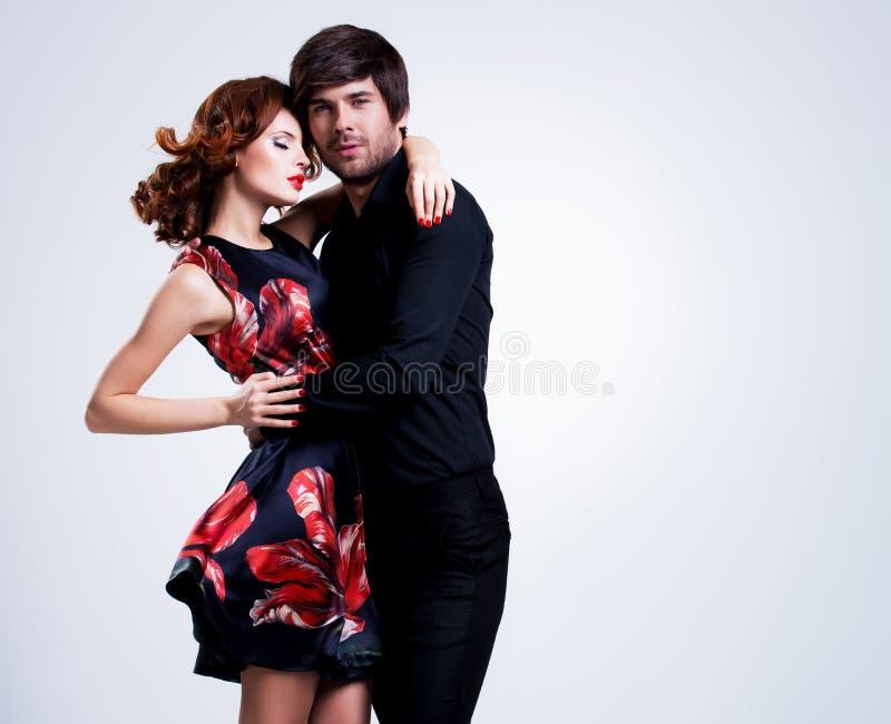 Portrait der jungen Paare in der Liebe stockfotografie