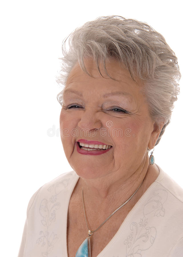 Portrait der lächelnden älteren Frau lizenzfreie stockfotografie