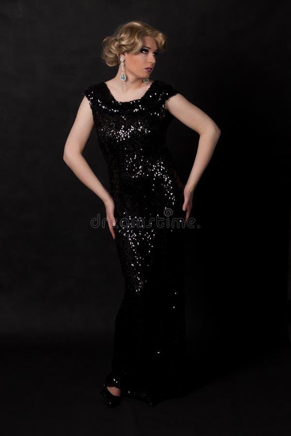Download Portrait Der Luftwiderstandkönigin. Mann Gekleidet Als Frau Stockfoto - Bild von bezaubernd, alternative: 27730726