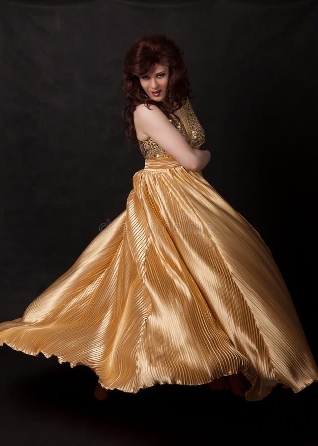 Download Portrait Der Luftwiderstandkönigin. Mann Gekleidet Als Frau Stockbild - Bild von ausdruck, fashion: 27730749