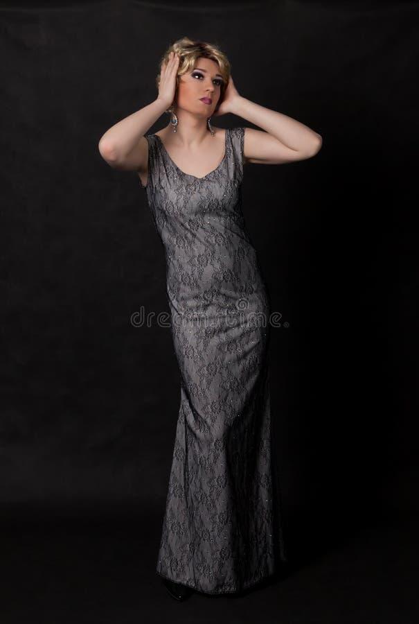 Download Portrait Der Luftwiderstandkönigin. Mann Gekleidet Als Frau Stockbild - Bild von homosexuell, schönheit: 27730763