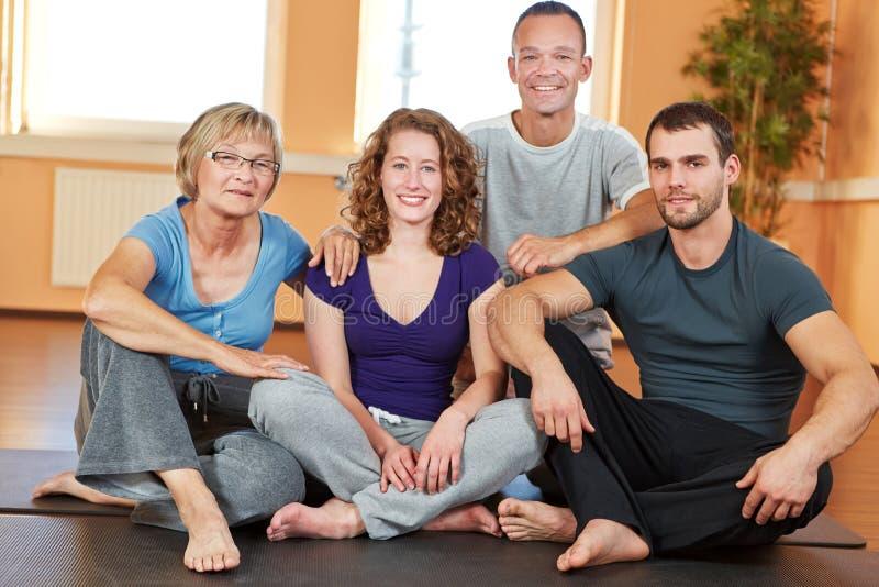 Portrait der Männer und der Frauen in der Gesundheit lizenzfreies stockbild