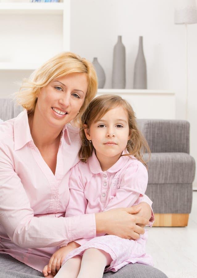 Portrait der Mutter mit Tochter stockfoto