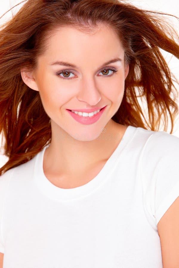 Portrait der netten jungen Frau über Weiß lizenzfreies stockfoto
