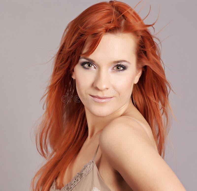 Portrait der Redheadfrau lizenzfreies stockfoto