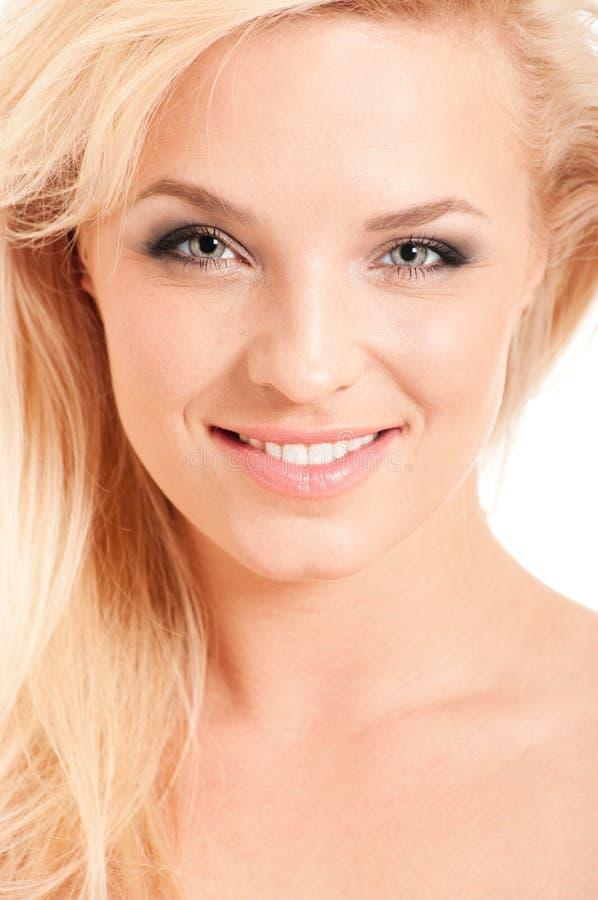 Portrait der schönen blonden Frau stockfotografie