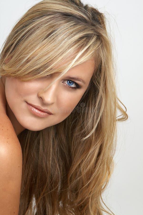 Portrait der schönen blonden Frau stockbilder