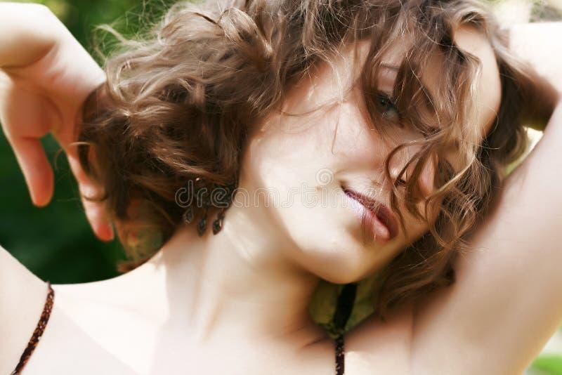 Portrait der schönen Frau stockfotografie