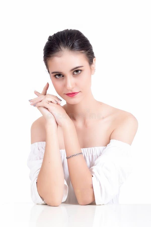 Portrait der schönen Frau auf Weiß stockfoto