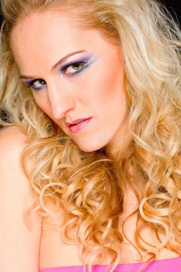 Portrait der schönen Frau des blonden Haares lizenzfreies stockbild
