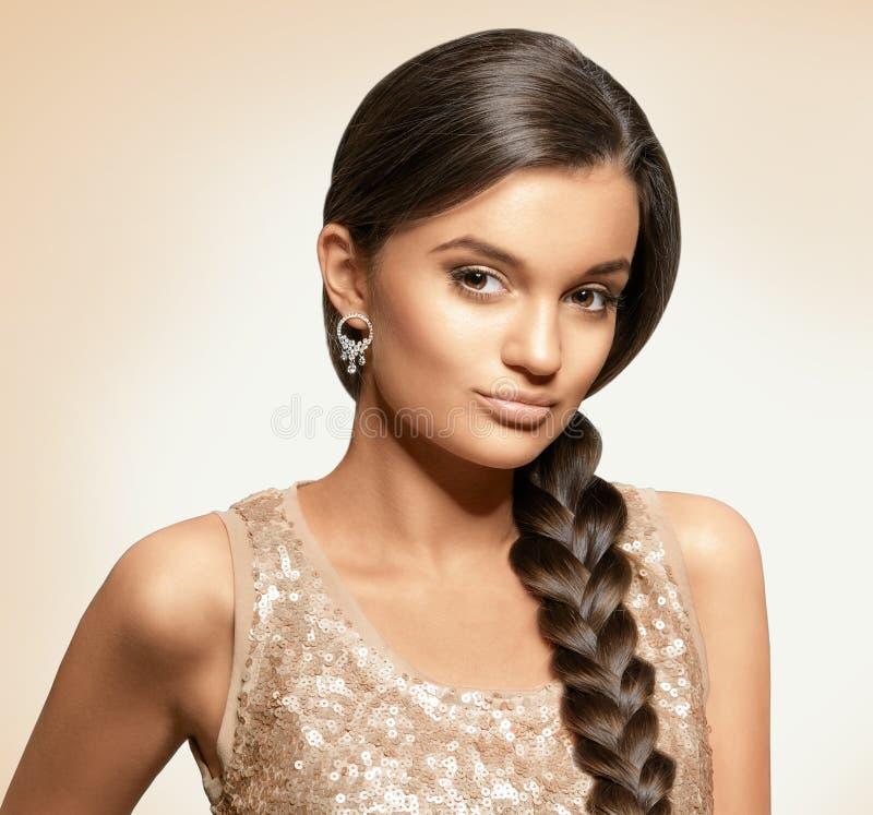 Portrait der schönen jungen Frau lizenzfreie stockbilder