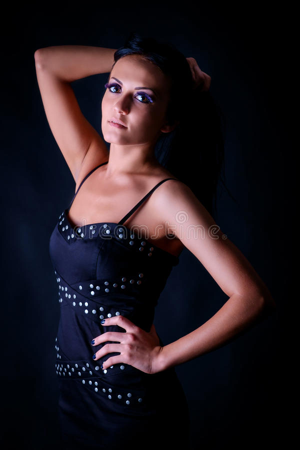 Portrait der schönen jungen Frau stockbild