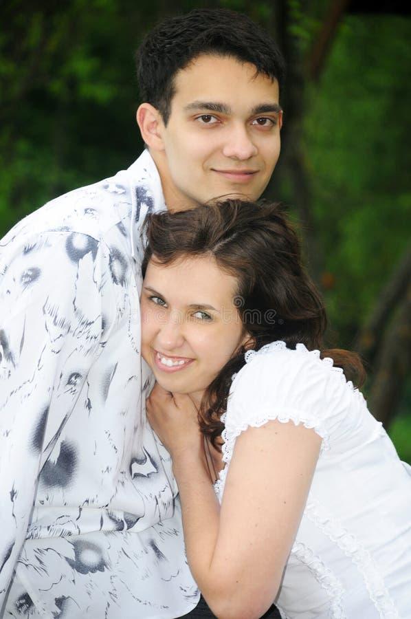 Portrait der schönen jungen Paare stockfotos
