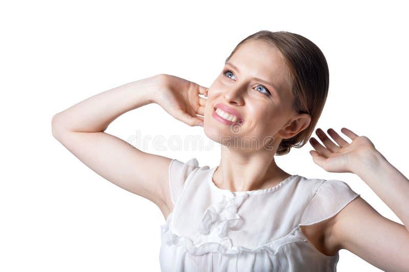 Portrait der sch?nen jungen Frau getrennt auf wei?em Hintergrund stockbild