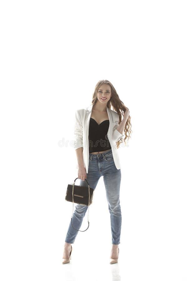 Portrait der stilvollen jungen Frau Lokalisiert auf Weiß Foto mit Kopienraum stockfotos