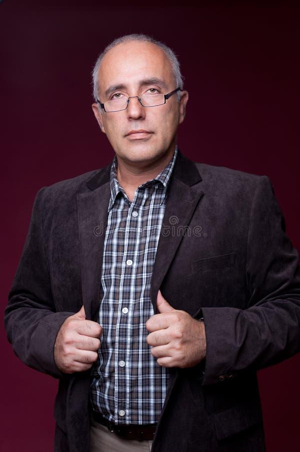 Portrait des älteren Mannes in den Gläsern lizenzfreie stockbilder