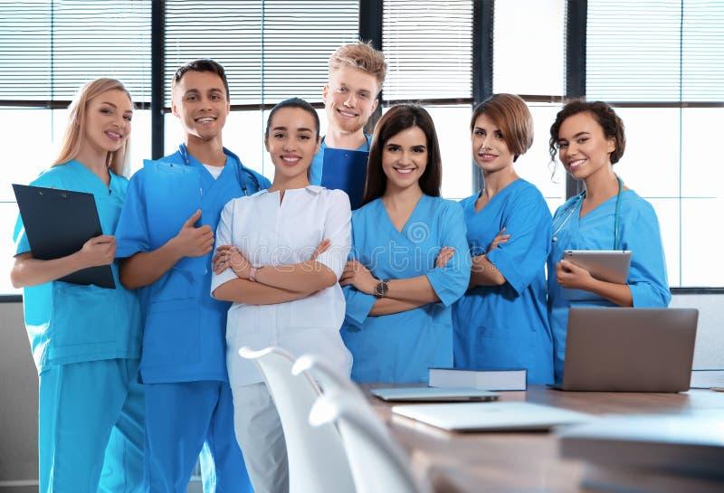 Portrait des étudiants en médecine futés photos libres de droits