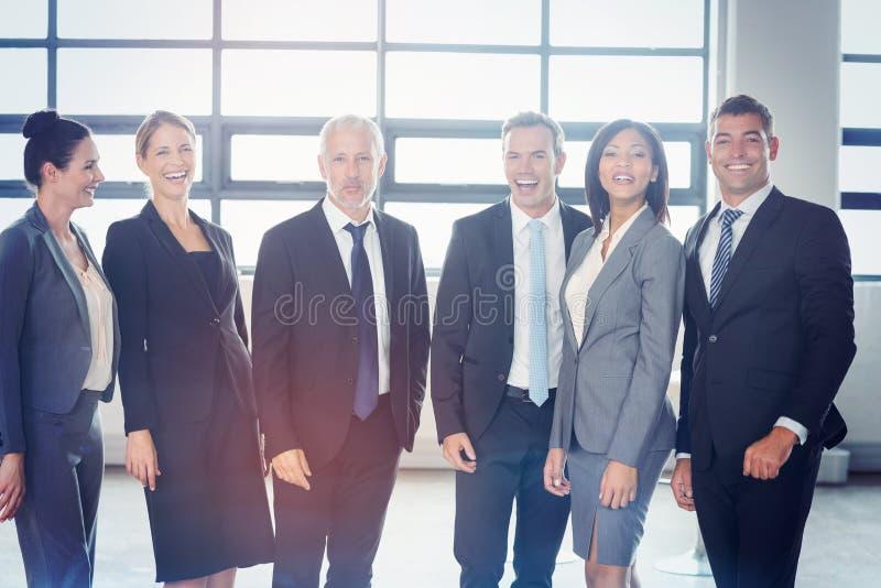 Portrait des überzeugten Geschäftsteams stockfoto