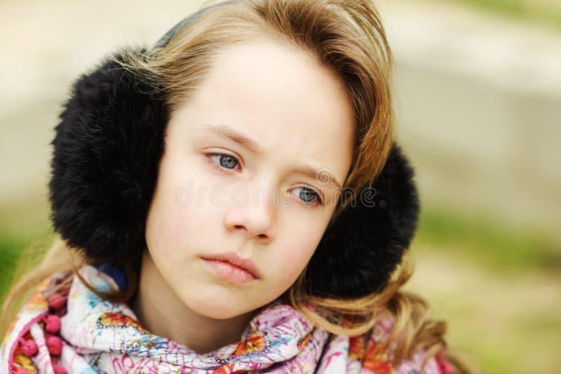 Portrait des blonden Mädchens lizenzfreie stockbilder