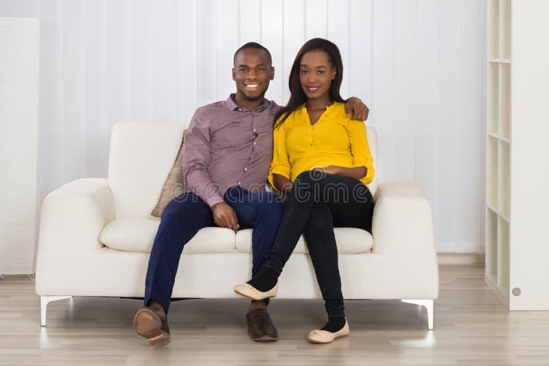 Portrait des couples africains heureux photographie stock