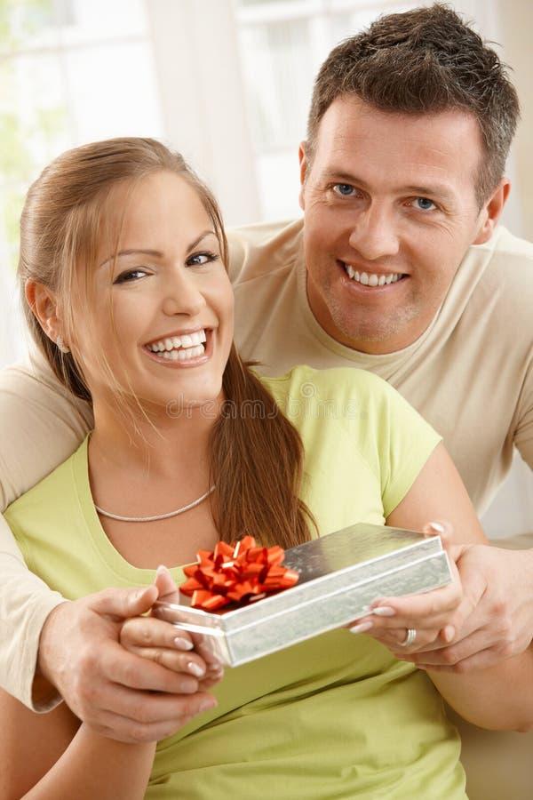 Portrait des couples heureux photo stock