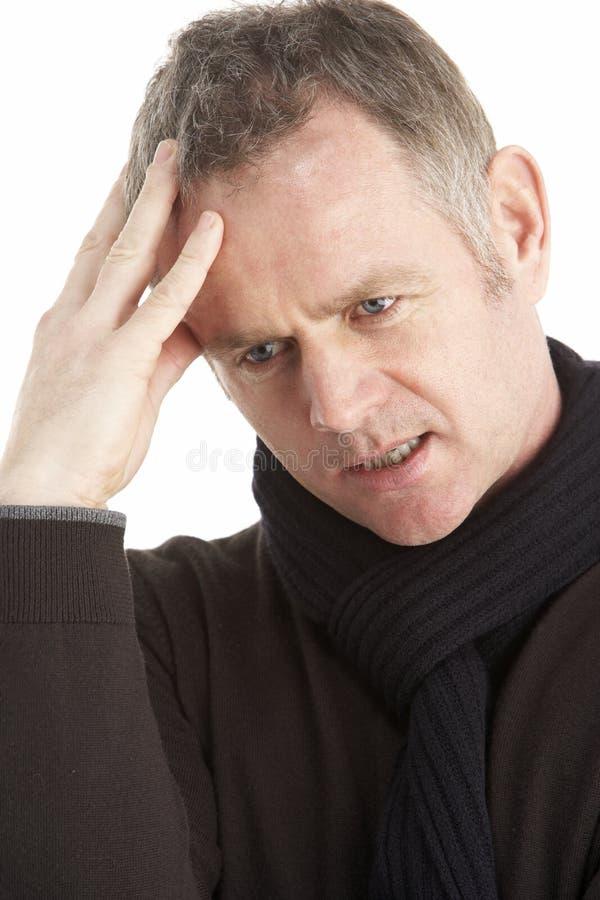 Portrait des durchdachten mittleren gealterten Mannes stockfotografie