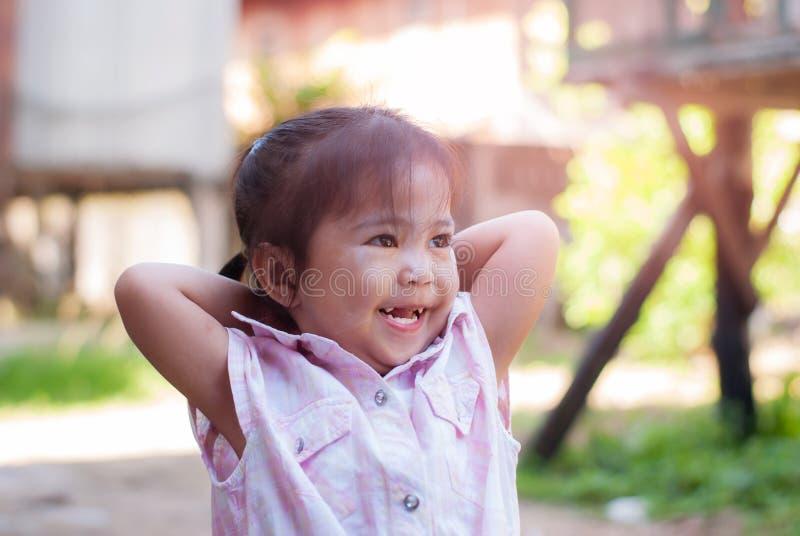 Portrait des emotionalen kleinen Mädchens stockbilder