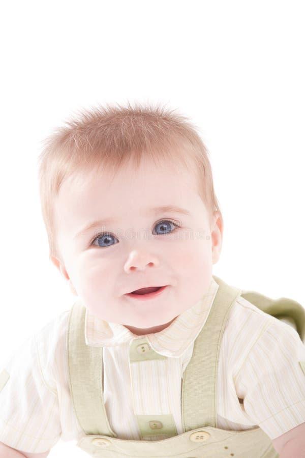 Portrait des entzückenden Blauaugen Schätzchens, das sich hinlegt lizenzfreies stockbild