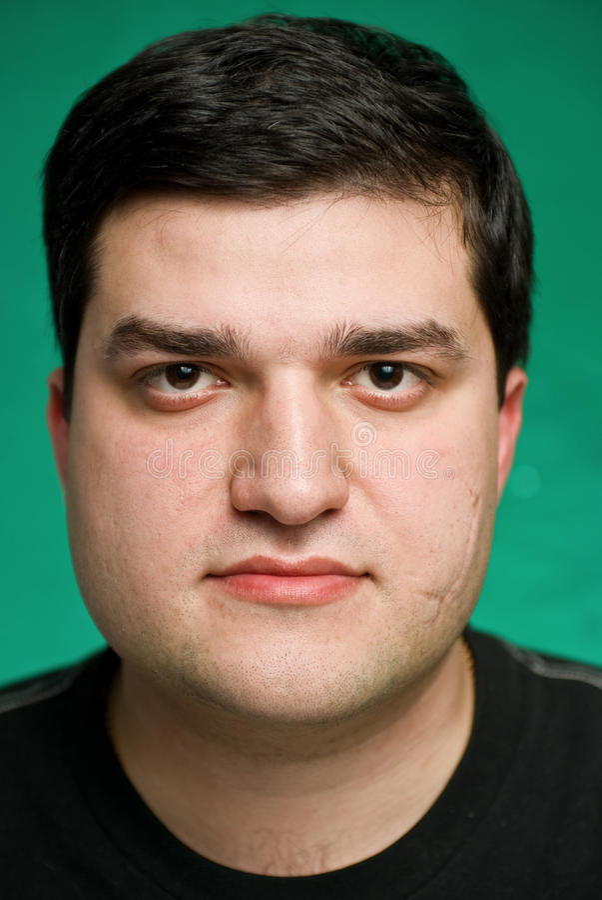 Portrait des ernsten jungen Mannes lizenzfreies stockfoto