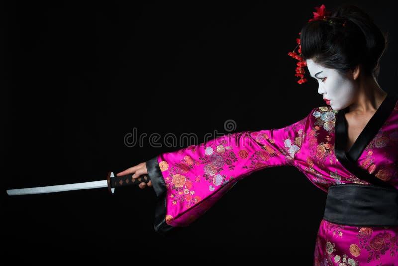 Portrait des Geishakriegers mit Klinge lizenzfreie stockfotos