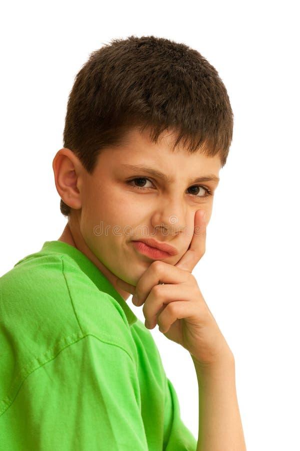 Portrait des gemeinen Jungen im Grün lizenzfreie stockfotos