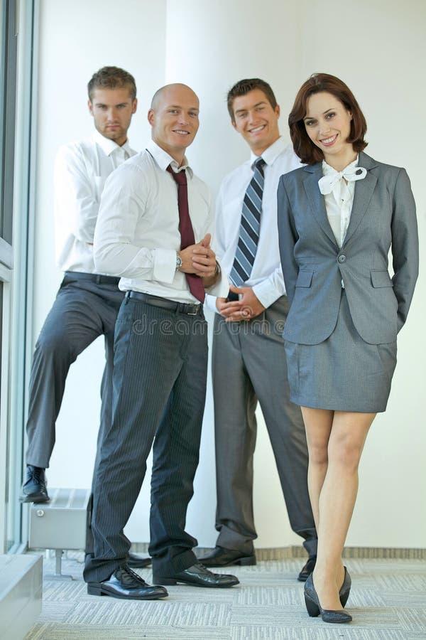 Portrait des gens d'affaires caucasiens dans le bureau image libre de droits