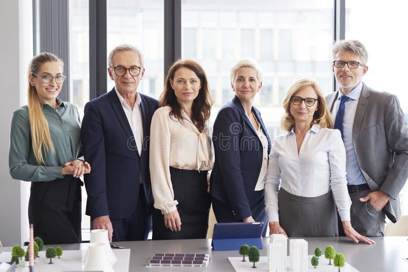 Portrait des gens d'affaires dans la salle de conf?rence photo libre de droits