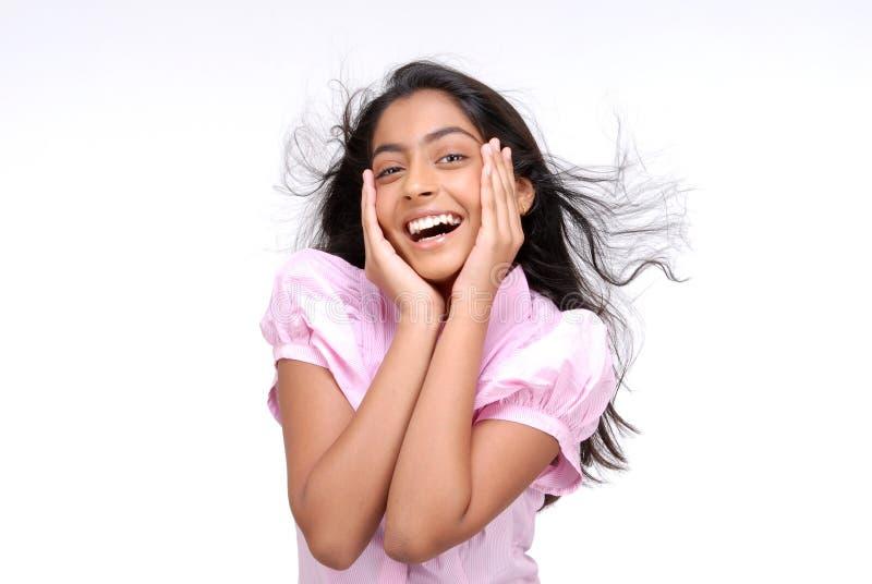 Portrait des glücklichen indischen Mädchens stockfotos