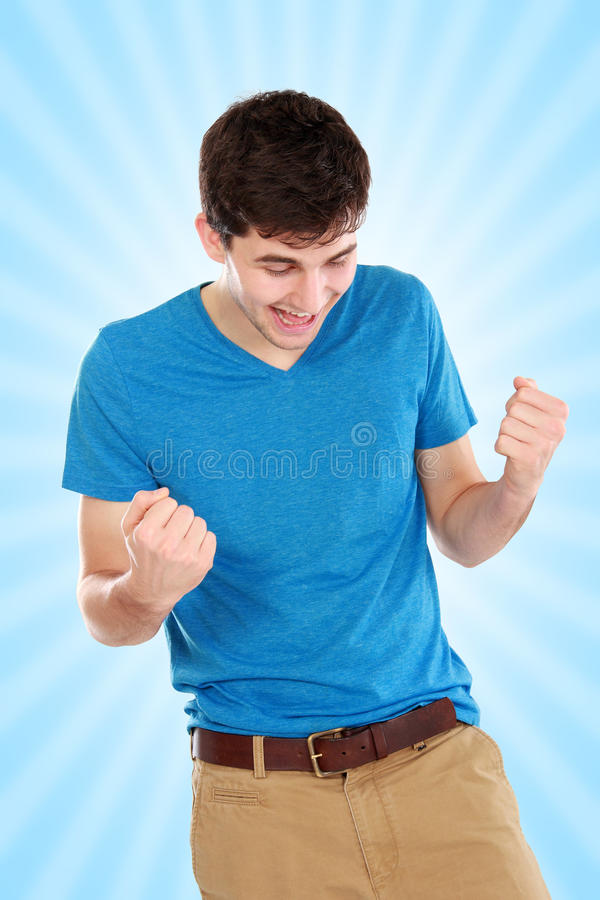 Portrait des glücklichen jungen Mannes lizenzfreie stockbilder
