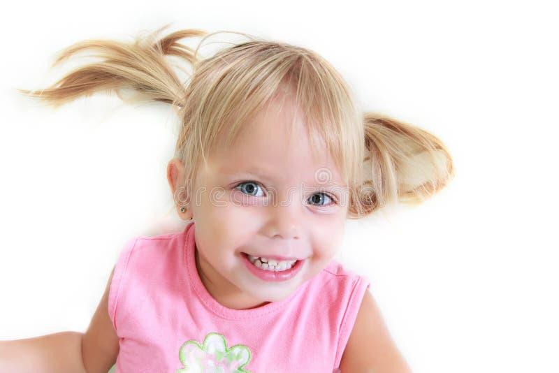 Portrait des glücklichen Kleinkindmädchens lizenzfreie stockbilder