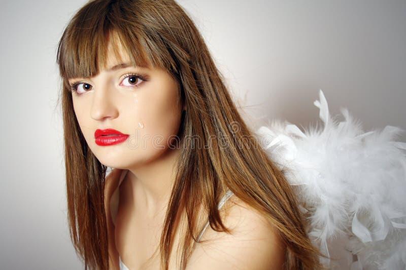 Portrait des hübschen Mädchens mit Flügeln eines Engels lizenzfreies stockfoto