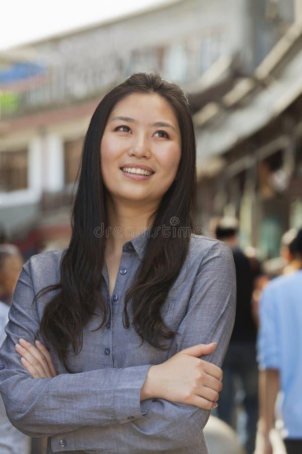Portrait des jeunes femmes de sourire dehors, Pékin photo libre de droits