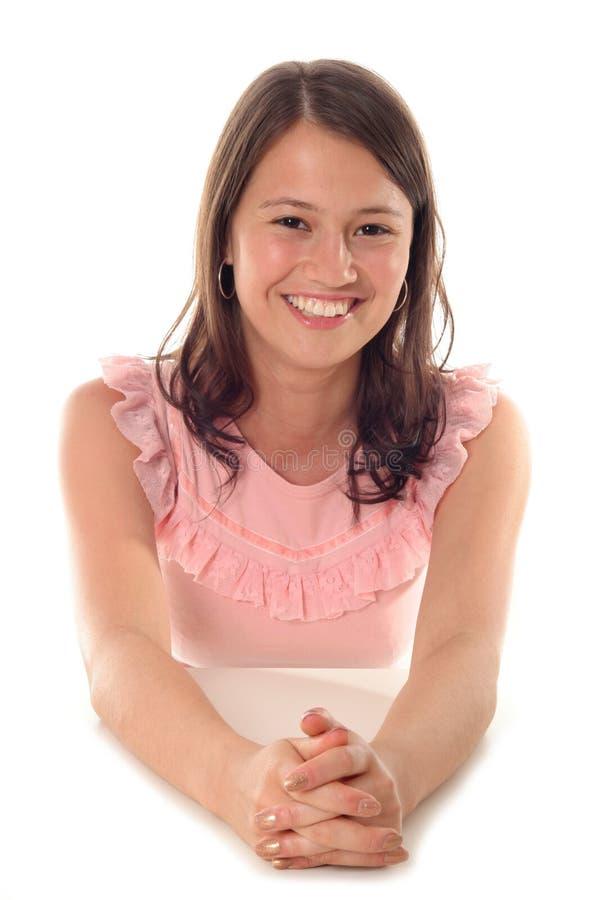 Portrait des junge Frauen-Lächelns lizenzfreie stockfotografie