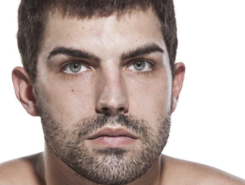 Portrait des jungen ernsten Mannes lizenzfreies stockfoto