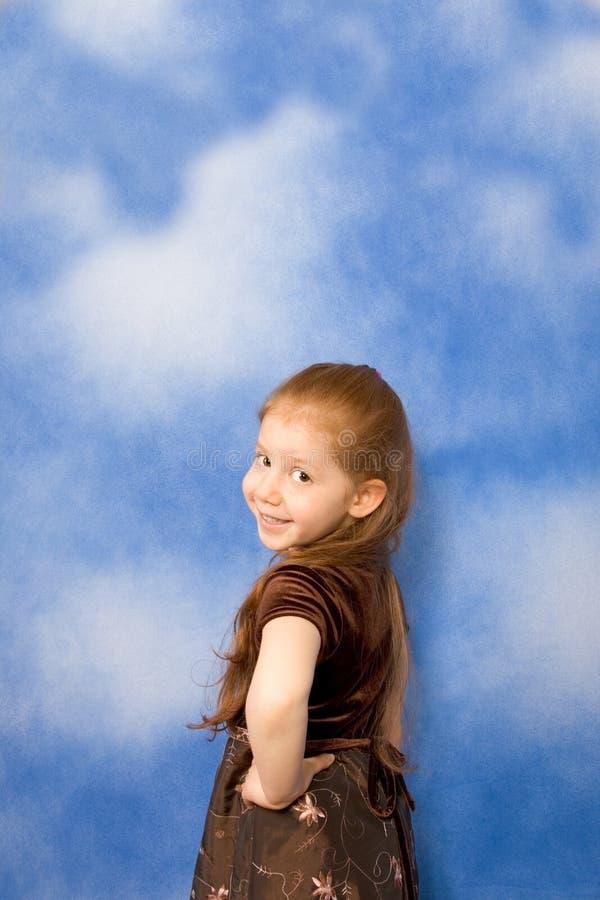 Portrait des jungen Mädchens des Redhead mit dem langen Haar lizenzfreies stockbild