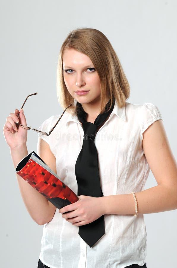 Portrait des jungen Mädchens mit einem angemessenen Haar lizenzfreies stockfoto