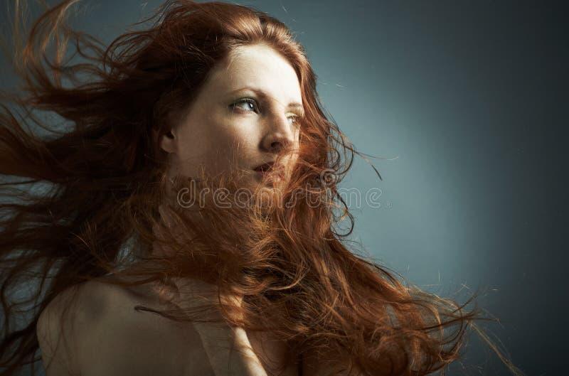 Portrait des jungen reizvollen Mädchens lizenzfreie stockbilder