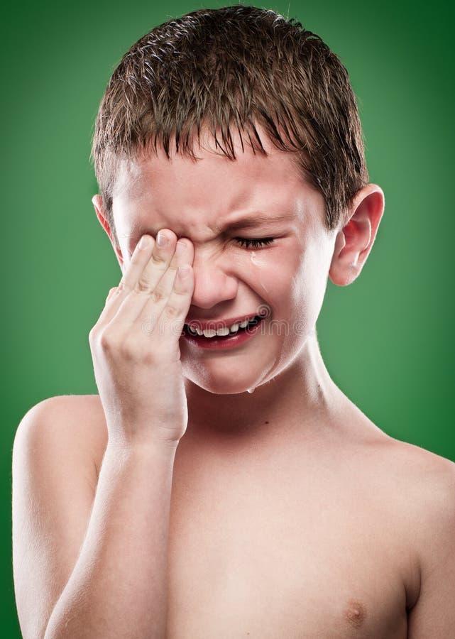 Portrait des Jungenschreiens lizenzfreie stockfotos