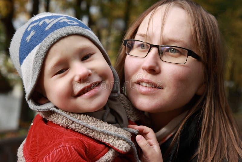 Portrait des Kindes und der Mutter. stockfoto