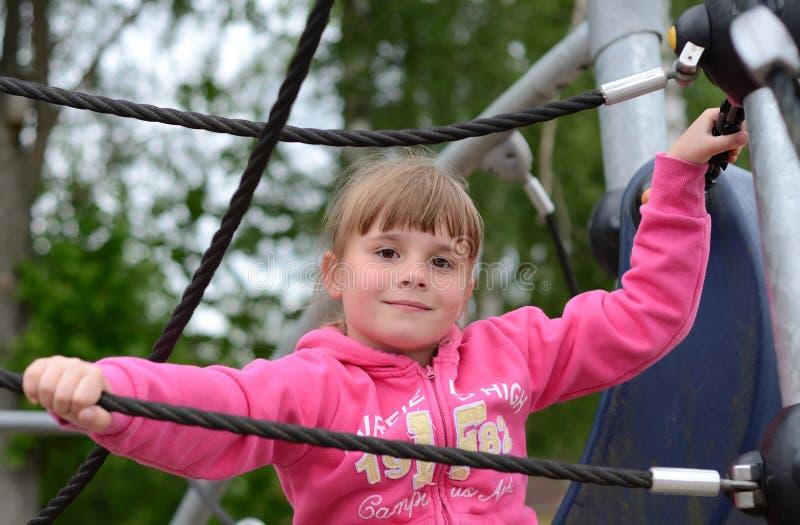 Portrait Des Kindmädchens Auf Spielplatz Lizenzfreies Stockbild